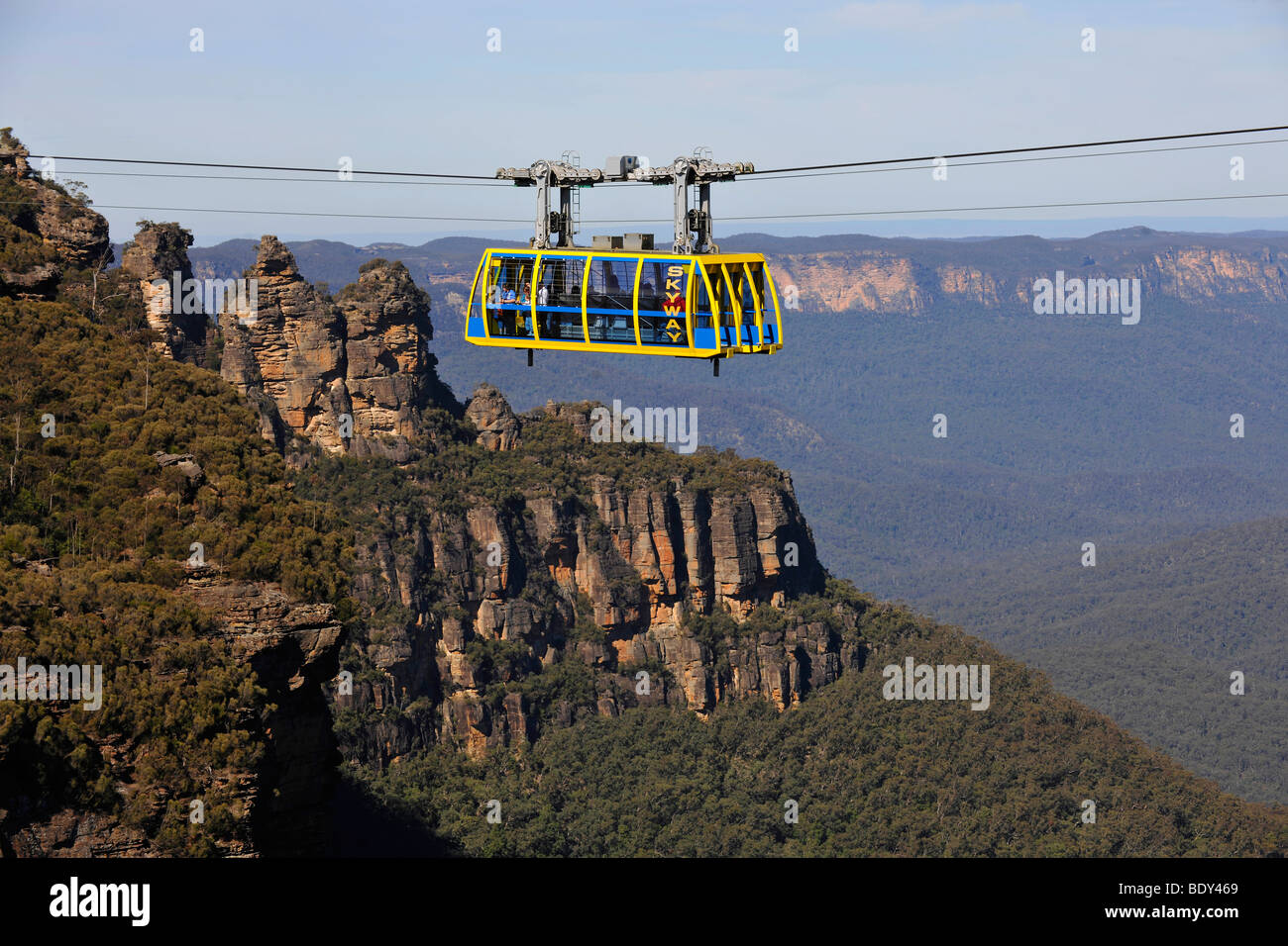 Scenic Skyway cable car from the Scenic World Complex in front of the Three Sisters rock formation, Jamison Valley, Stock Photo