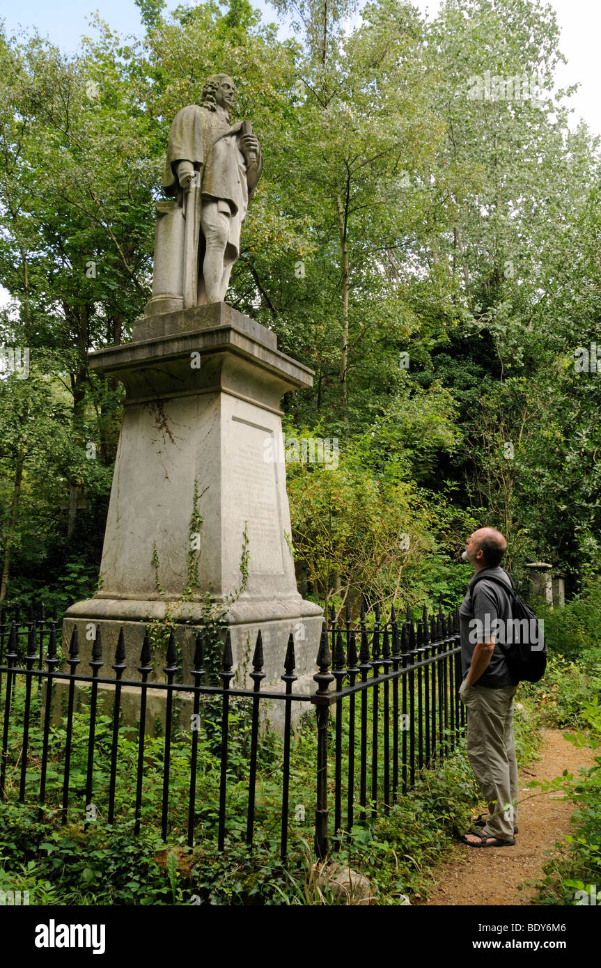 Man looking at Isaac Watts statue Abney Park Cemetery Stoke Newington London England UK - Stock Image