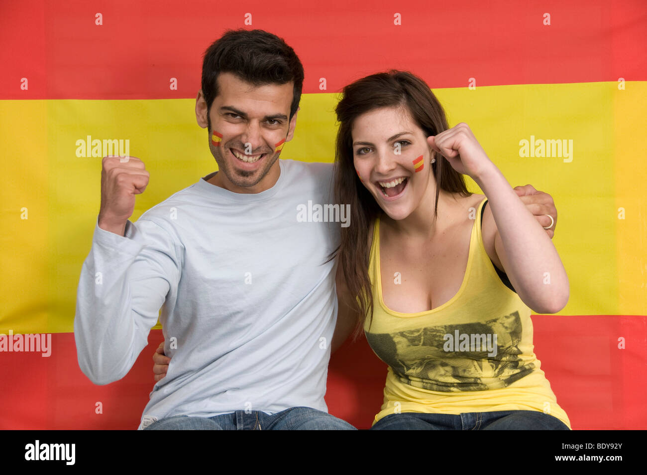 Couple smiling with Spanish flag - Stock Image
