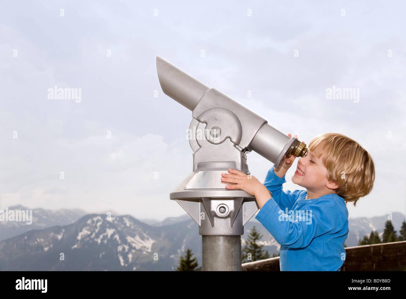 boy looking through telescope - Stock Image