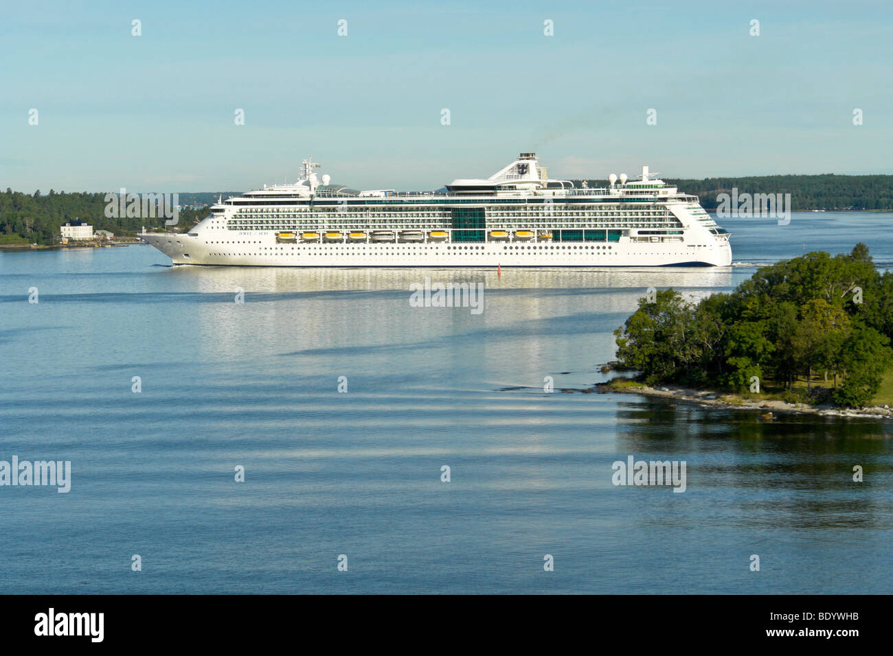 The Royal Caribbean International cruise ship Jewel of the Seas sails through the archipelago as she approaches - Stock Image