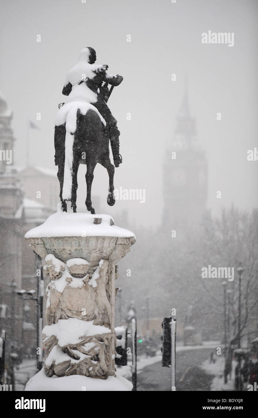 Statue covered in snow, Whitehall, London - Stock Image
