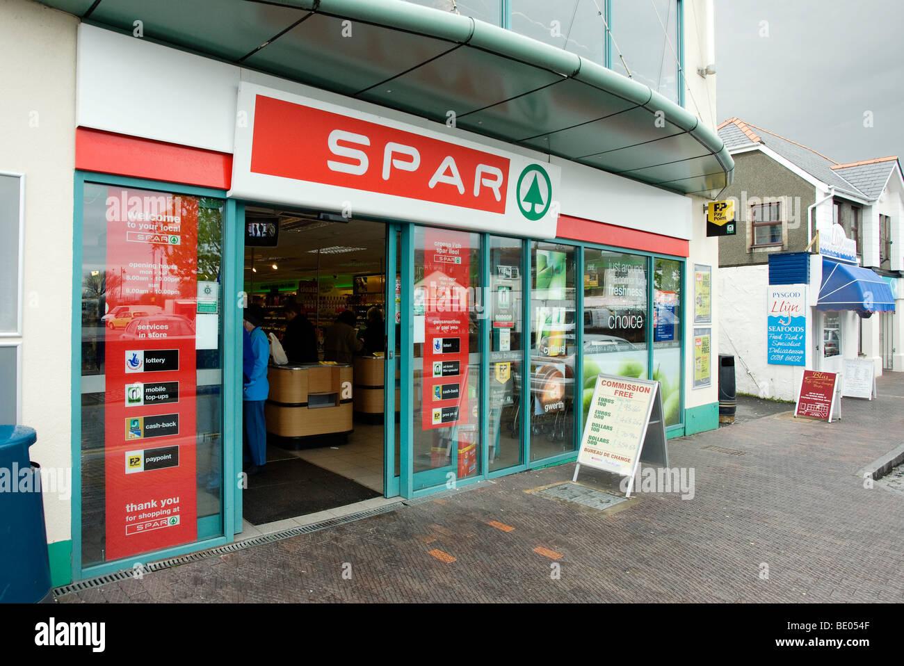 57b76e6ee2 Spar Shop Uk Stock Photos   Spar Shop Uk Stock Images - Alamy