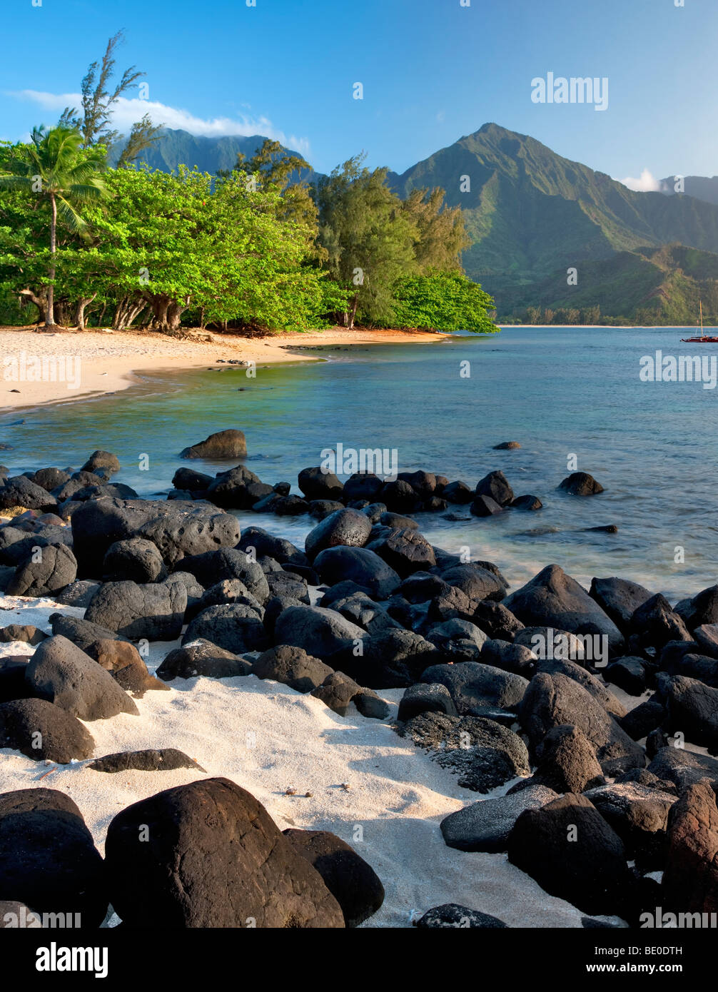 Hanalei Bay with white sand and black volcanic rocks. Kauai, Hawaii. - Stock Image