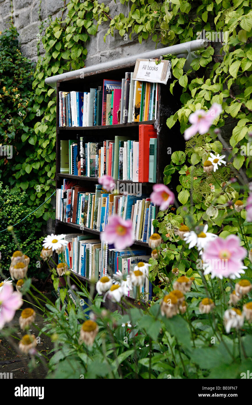A book stall on the side of a house in Hay-on-way. - Stock Image