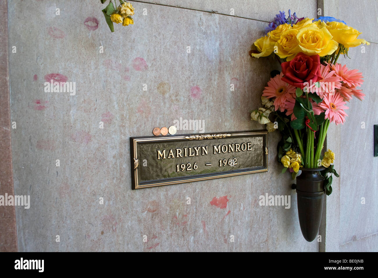 Marilyn Monroe Grave with lipstick kisses, Westwood Memorial Cemetery, Los Angles, California, USA - Stock Image