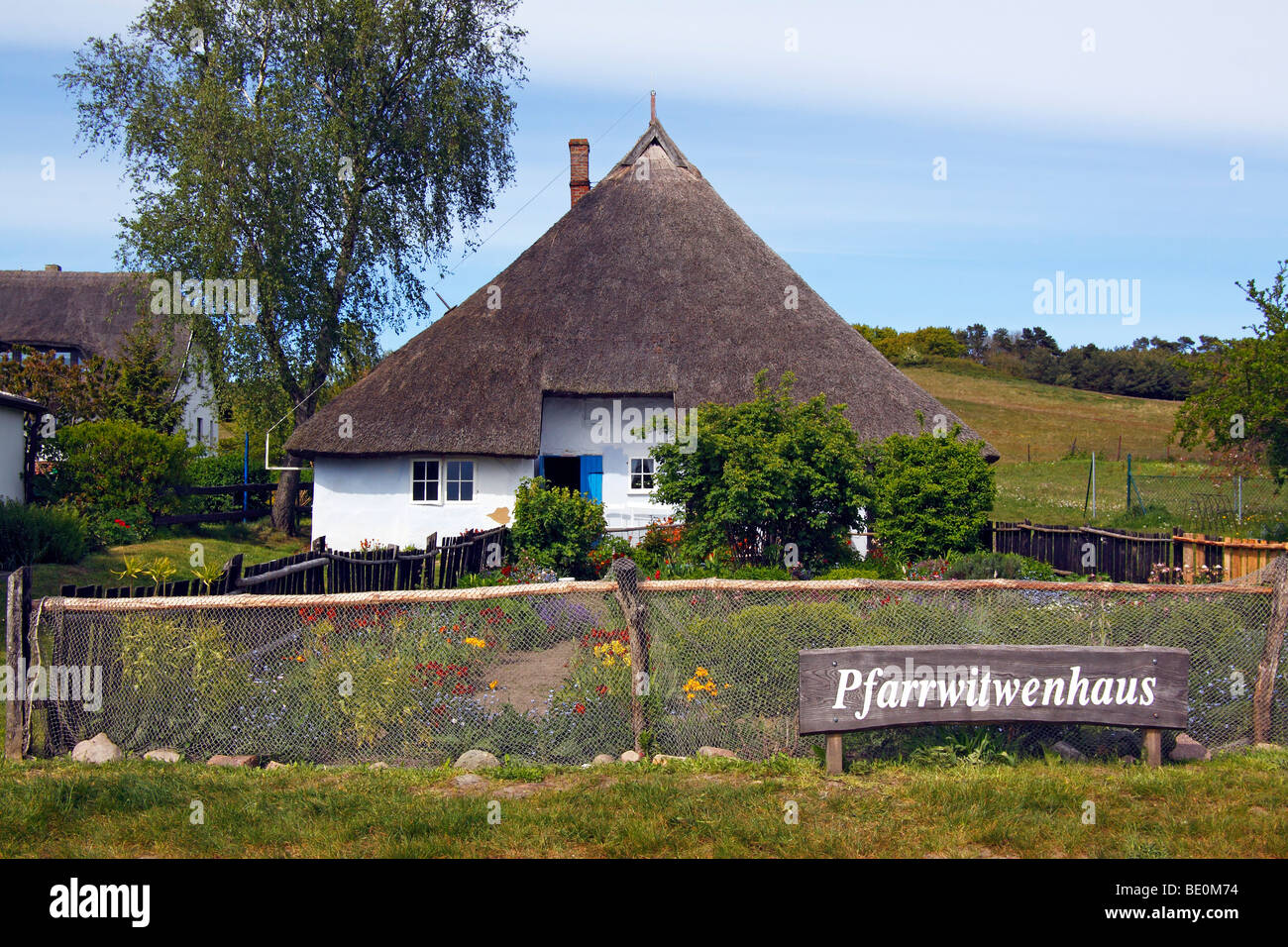 Thatched house, Pfarrwitwenhaus, Gross Zicker, Moenchsgut, Ruegen island, Mecklenburg-Western-Pomerania, Germany, - Stock Image