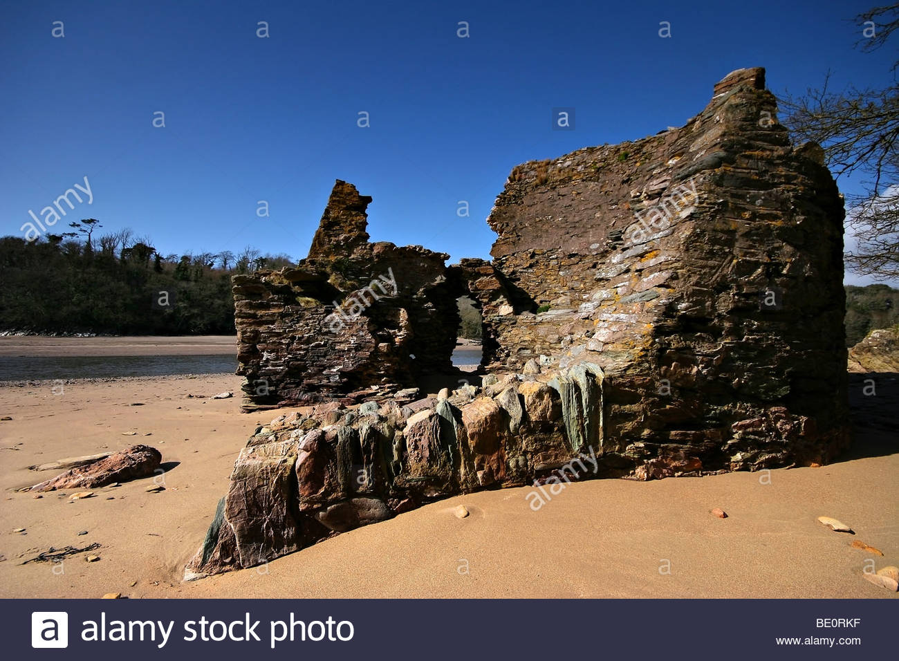 This is the remains of lime kiln on erme estuary - Stock Image