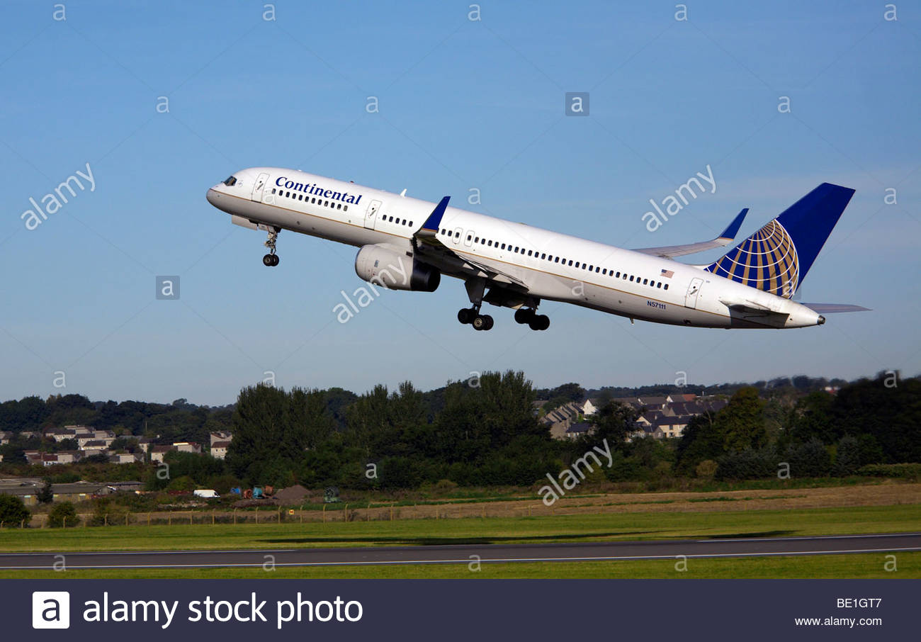 Continental airlines Boeing 757 flight shortly after takeoff - Stock Image