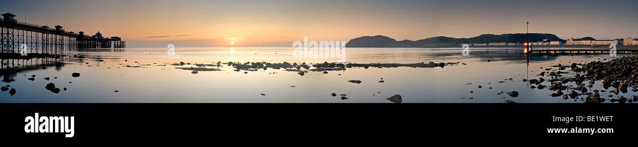 Llandudno Pier at Sunrise, Llandudno, Gwynedd, North Wales, UK - Stock Image