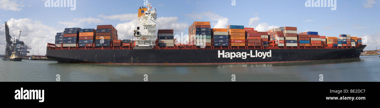 Container ship Kyoto Express docking in Southampton water - Stock Image