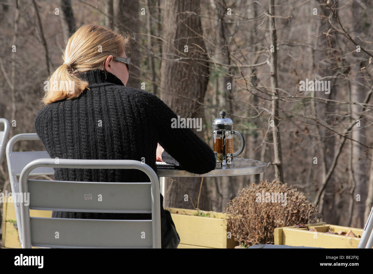 Young woman at outdoor cafe - Stock Image