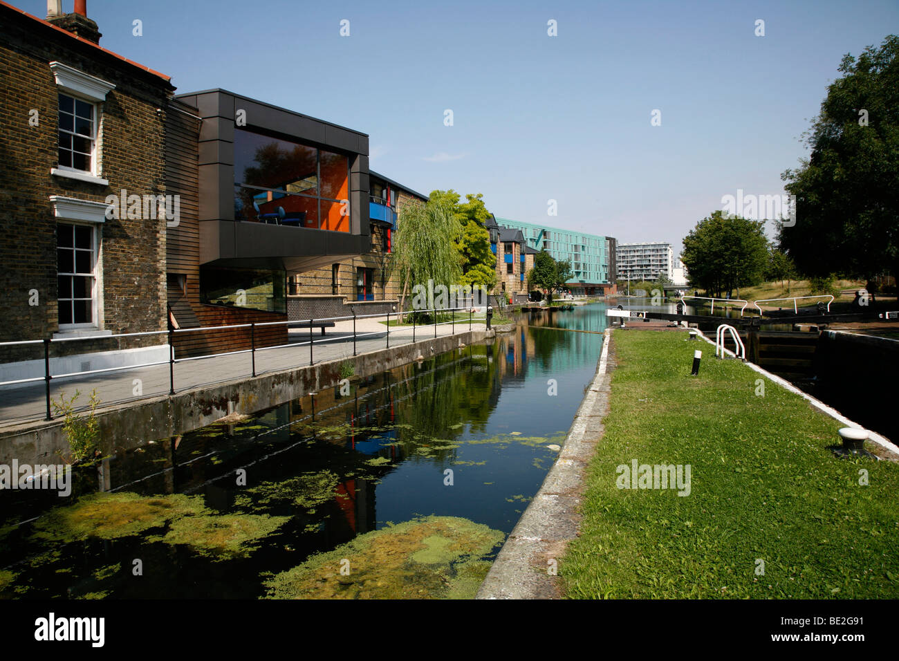 Regent's Canal at Mile End Lock, Mile End, London, UK Stock Photo