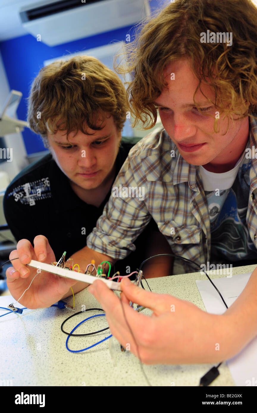 Electronics students at sixth form further education college - Stock Image