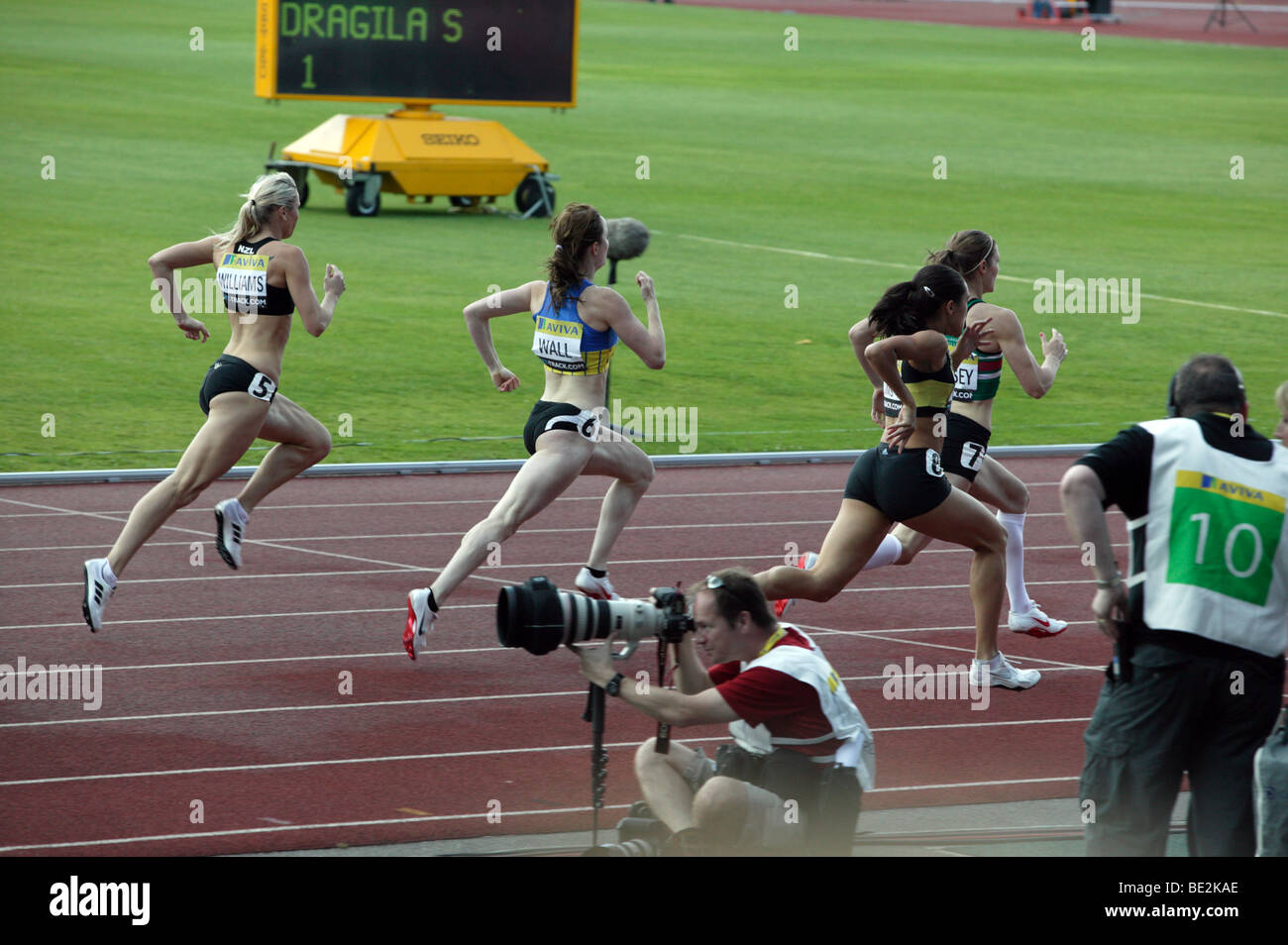 Monique Willians and Kim Wall battle down the back straight during the womens 400m 'B' final at the Aviva - Stock Image