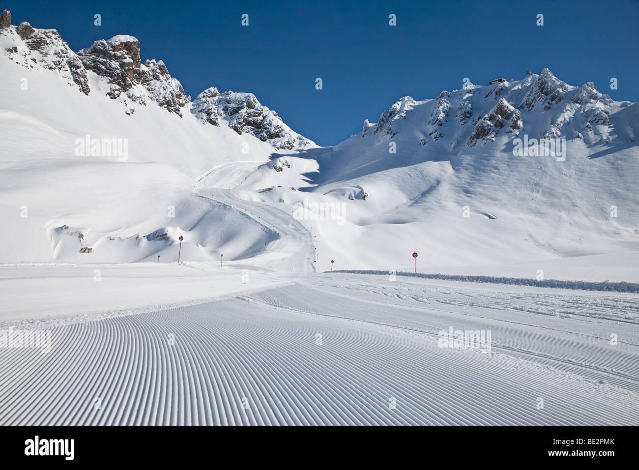 Europe, Austria, Tirol. St. Anton am Arlberg, newly groomed piste - Stock Image
