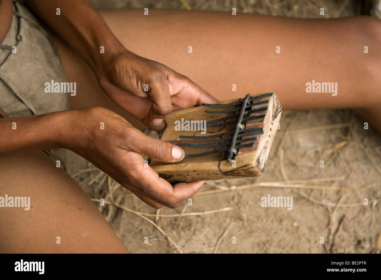 Naro bushman (San) playing music, Central Kalahari, Botswana - Stock Image