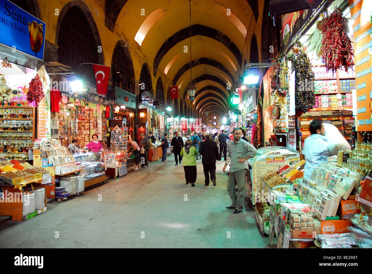 Egyptian Bazaar, Misir Carsisi, spice bazaar in Sirkeci, Sirkeci district, Istanbul, Turkey - Stock Image