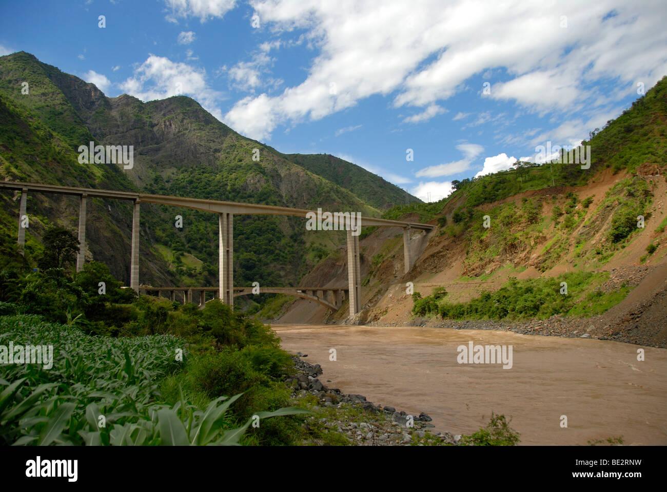 New and old bridge over the Yangtze River, Yangzi Jiang in Lijiang, Yunnan Province, People's Republic of China, Stock Photo