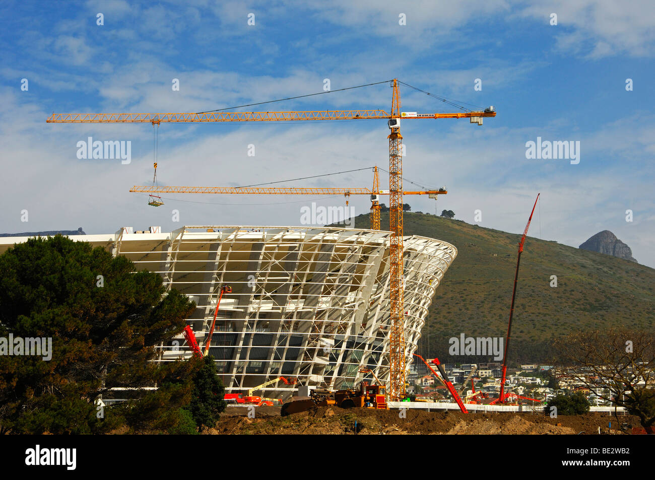 Soccer World Championship 2010, Green Point Soccer Stadium under construction in front of Signal Hill, peak of the - Stock Image