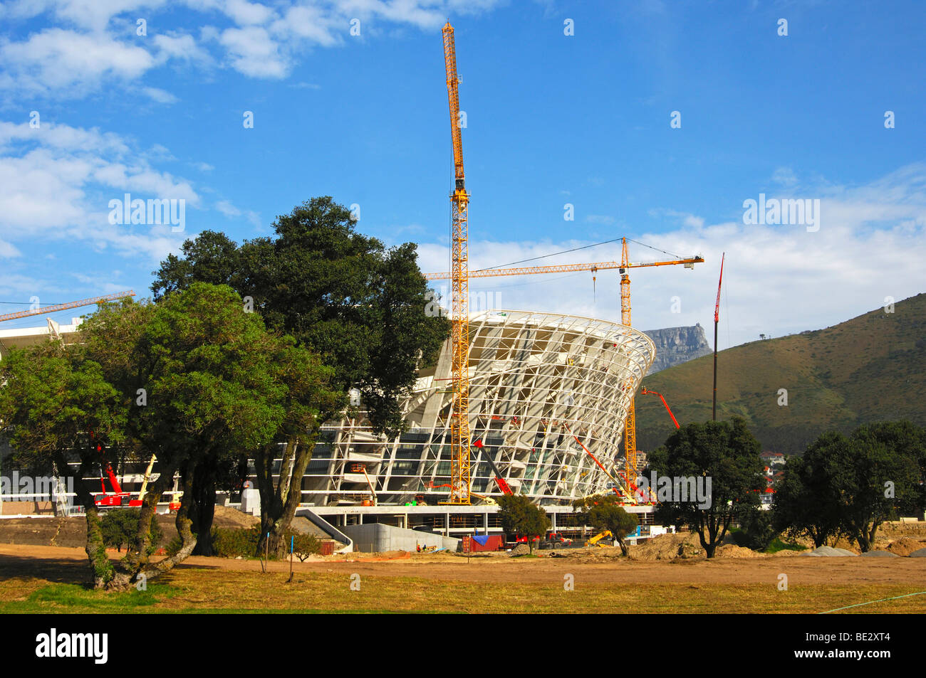 Soccer World Championship 2010, Green Point Soccer Stadium under construction, peak of the Table Mountain at back, - Stock Image