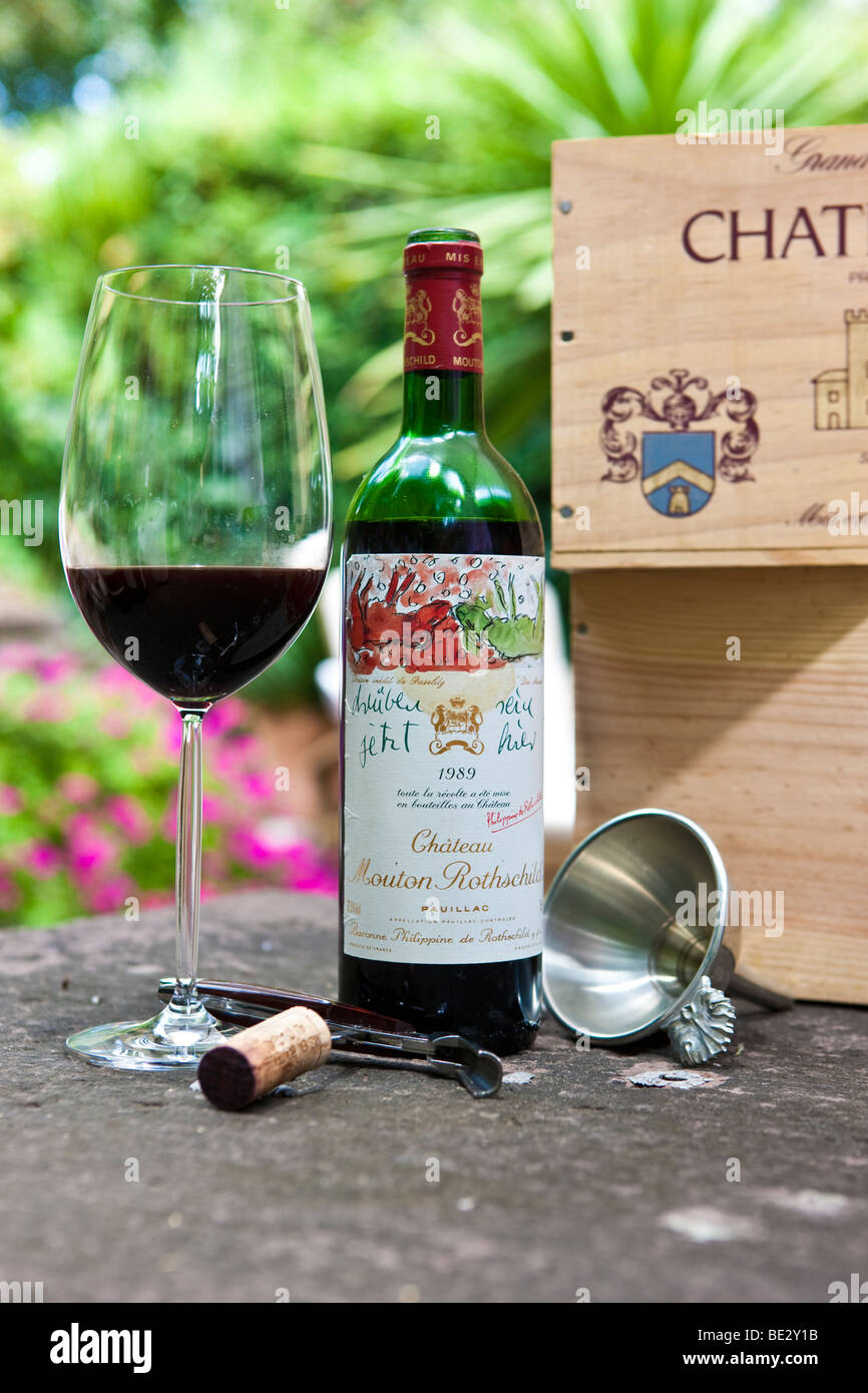 Chateau Mouton Rothschild 1er Cru Classe Pauillac Grand Vin de Bordeaux, Bordeaux glass, cork, sommelier cutlery - Stock Image