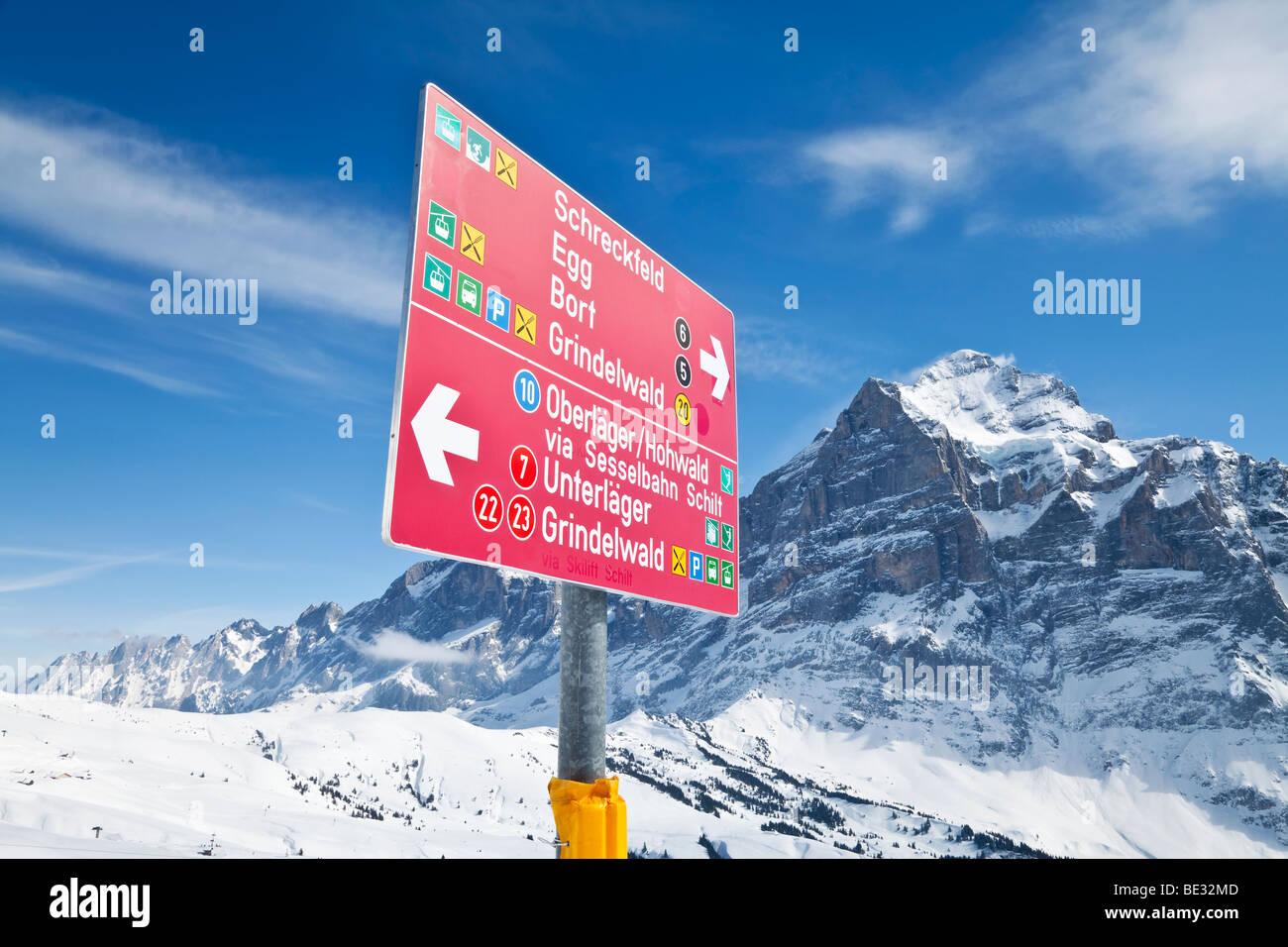 Signpost for skiers above Grindelwald, Jungfrau region, Bernese Oberland, Swiss Alps, Switzerland - Stock Image