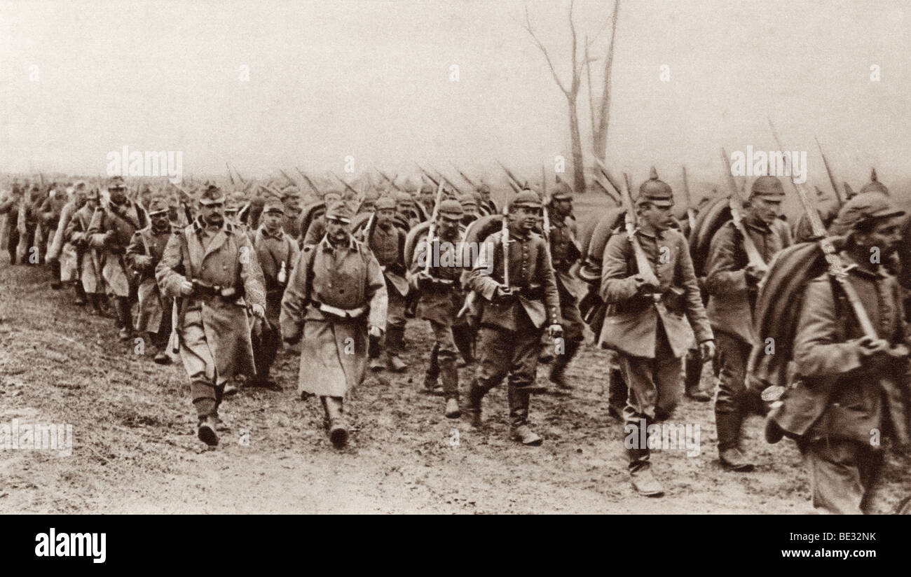 German and Austrian soldiers marching shoulder to shoulder against the Russians during World War I. - Stock Image