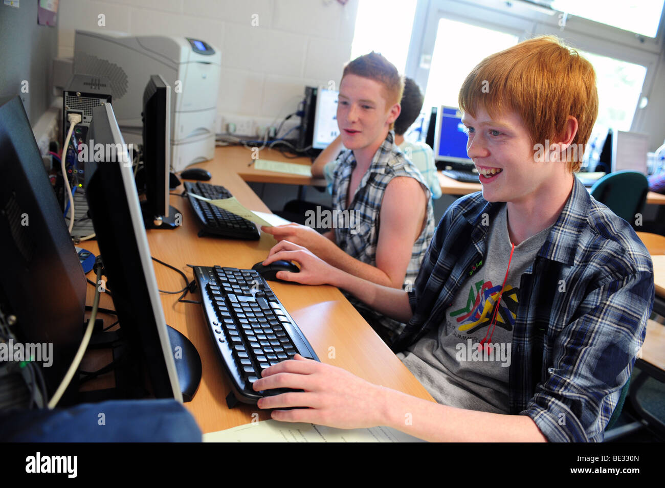 Students at sixth form further education college using computers - Stock Image