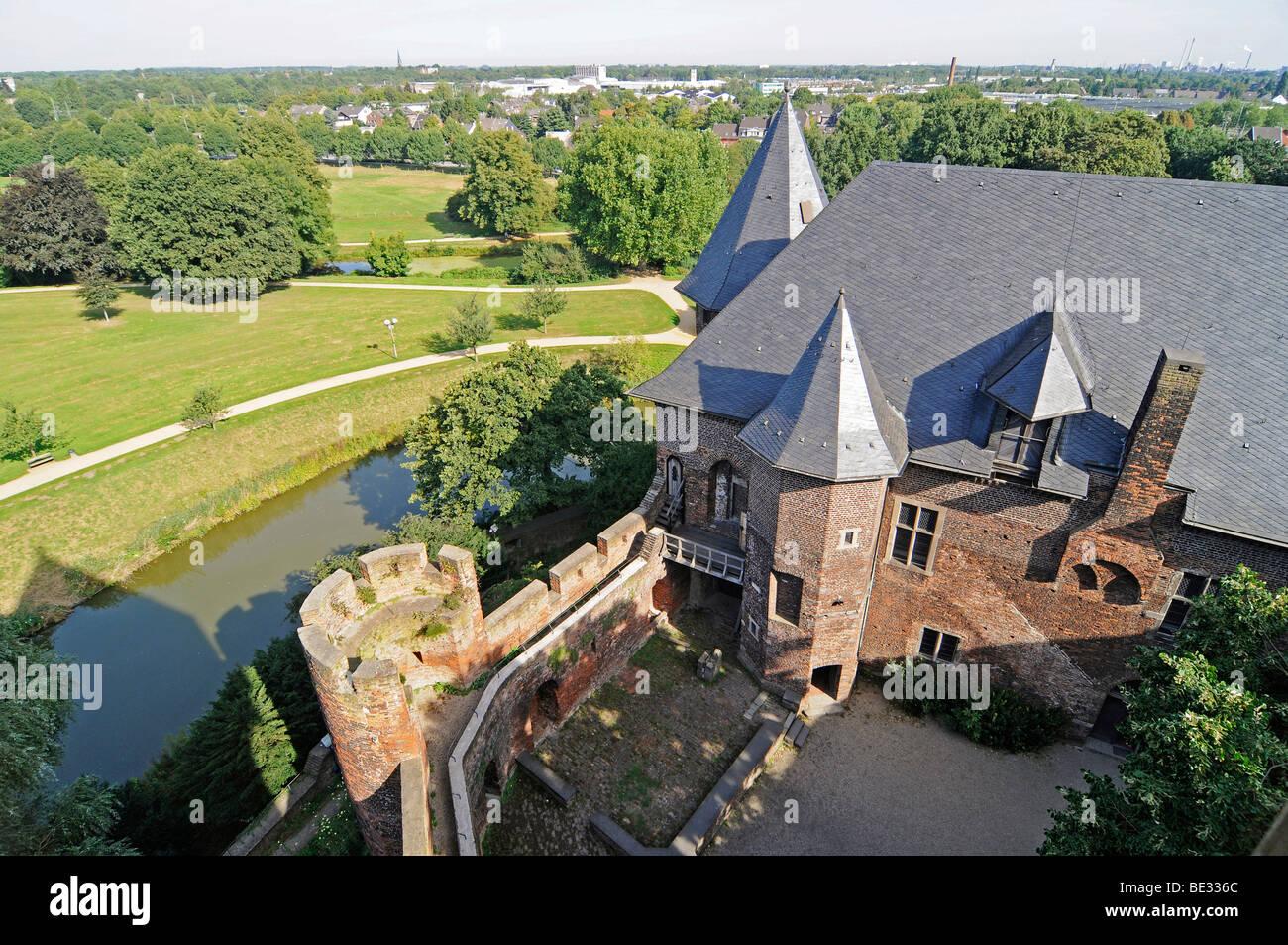 Overview, moat, courtyard, towers, Wasserburg Linn moated castle museum, Krefeld, North Rhine-Westphalia, Germany, - Stock Image