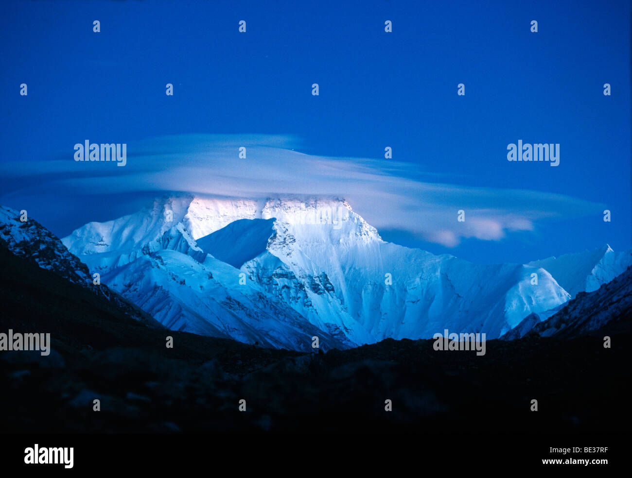 Snow-covered Mount Everest, 8850m, Nepali or Tibetan Sagarmantha Chomolungma, seen from the basecamp from the Tibetan - Stock Image