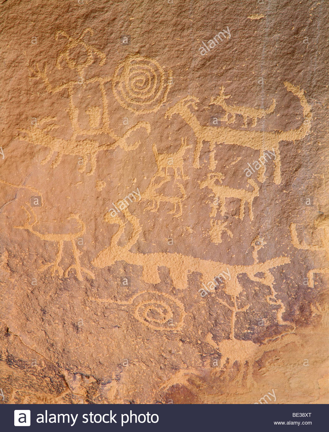 Anasazi culture petroglyphs above the ruins of Una Vida. Chaco Culture National Historical Park, New Mexico. - Stock Image