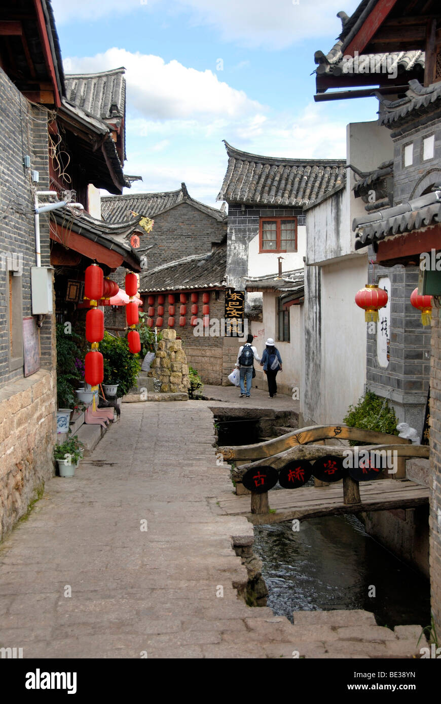 Lane, red lanterns, old town of Lijiang, UNESCO World Heritage Site, Yunnan Province, People's Republic of China, - Stock Image