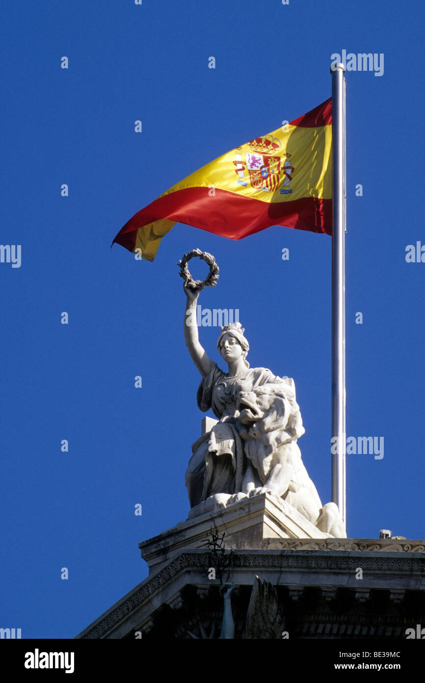 National flag and statue at the National Library, Biblioteca Nacional, also a museum, Museo del Libro, Paseo de Stock Photo