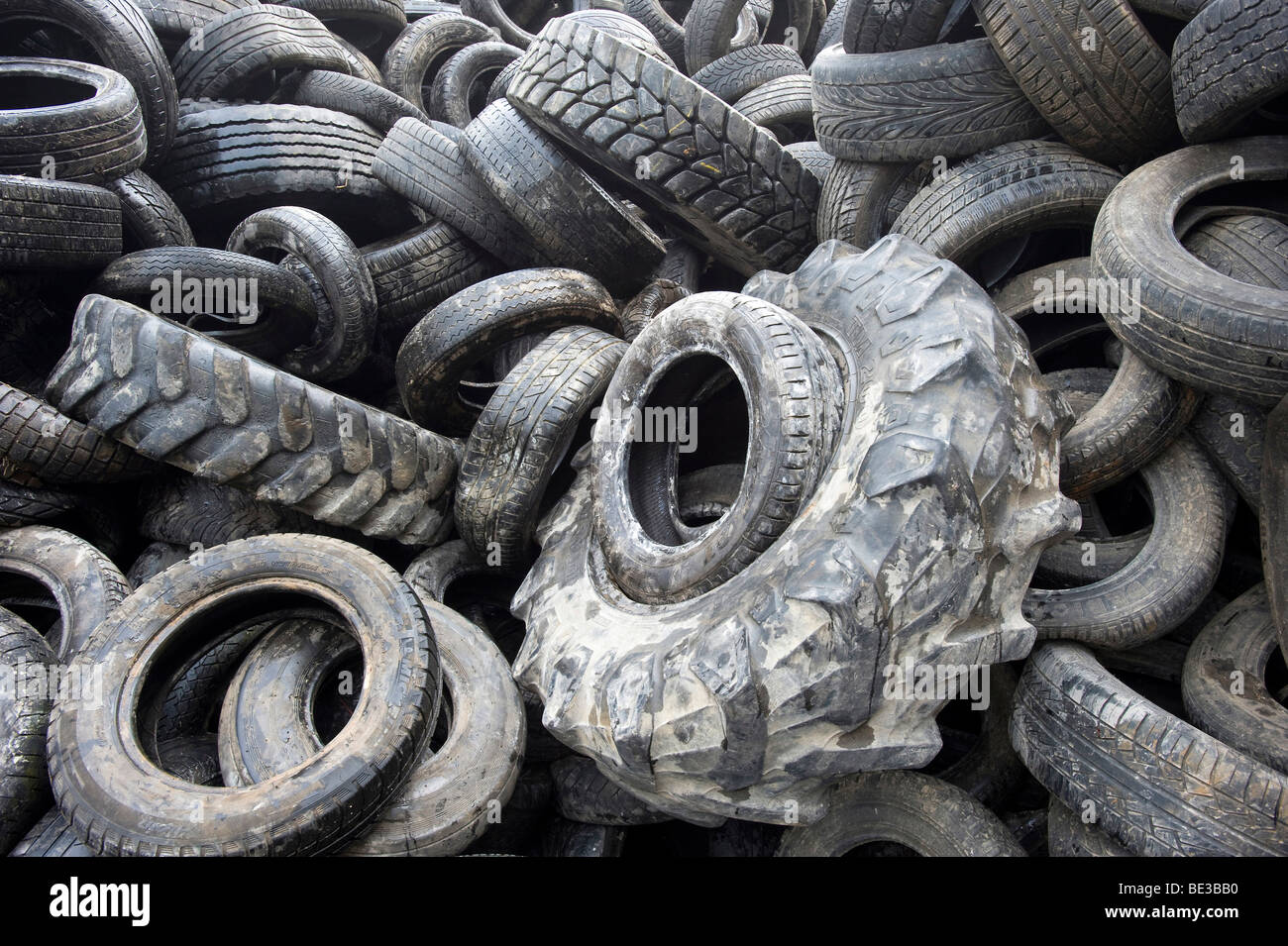 Old tires being shredded, substitute fuel for cement production, Rohrendorf cement works, Bavaria, Germany - Stock Image