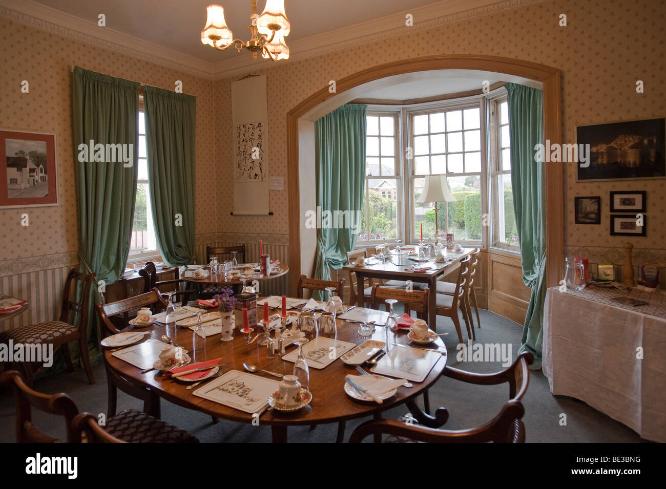 Typischer Fruehstuecksraum eines Bed and Breakfast, Edinburgh, Scotland, United Kingdom, Europe - Stock Image