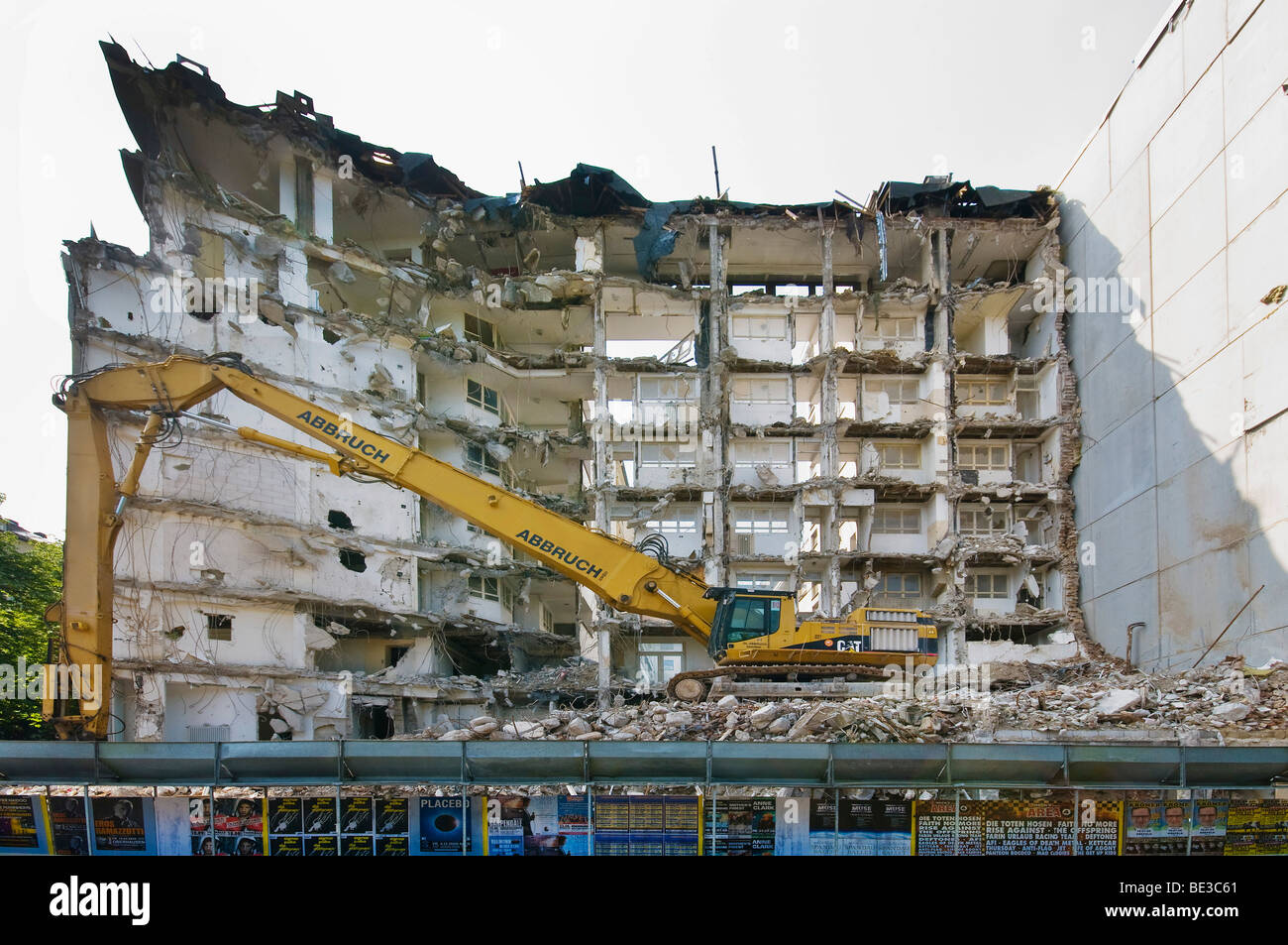 Demolition of a house, large mechanical digger, North Rhine-Westphalia, Germany, Europe - Stock Image