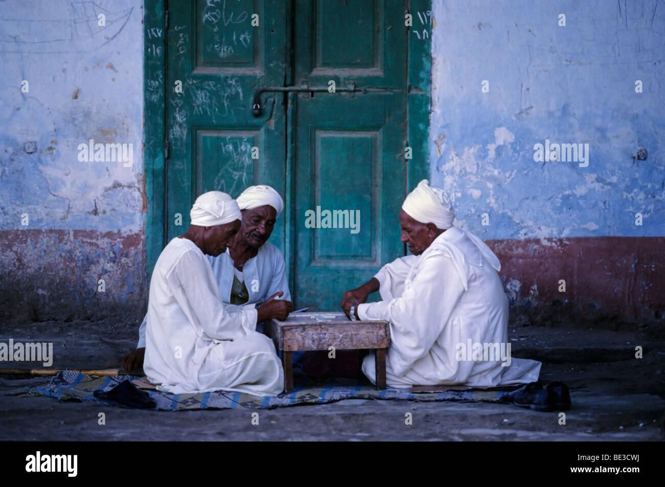 Egyptians playing dominos, play, men, game, gamblers, djellabea, white, traditional, turban, El Queseir, Egypt, - Stock Image