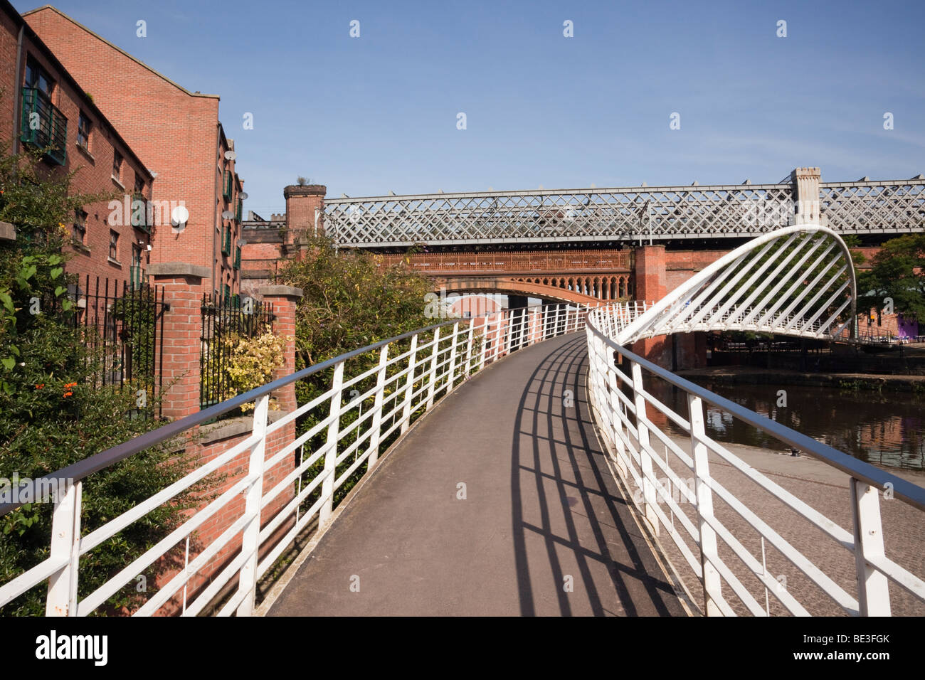 Merchants Bridge footbridge across the Bridgewater Canal. Castlefield Urban Heritage Park, Manchester, England, - Stock Image