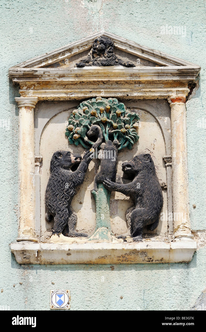 Two bears on a historic house sign, Arnstadt, Thuringia, Germany, Europe - Stock Image
