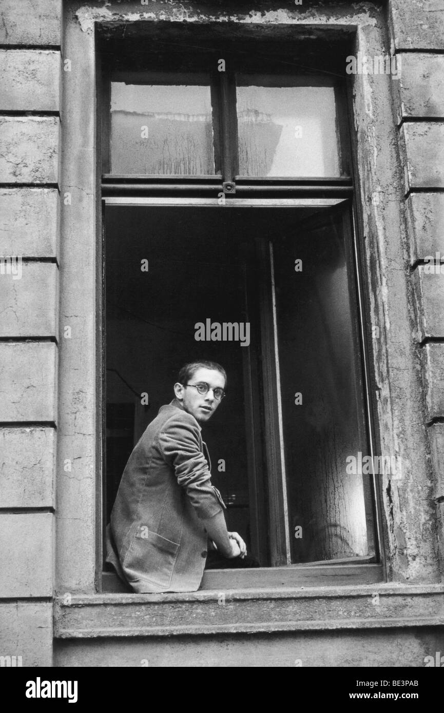 Student in apartment of an old building, Leipzig, GDR, historical picture, 1982 Stock Photo