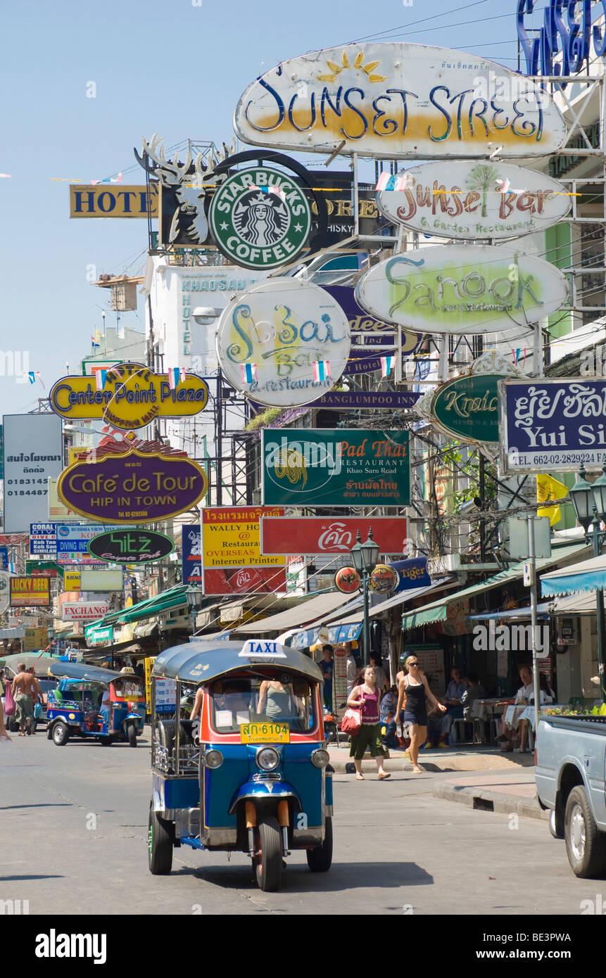Backpacker hostels, Tuk Tuk, Khao San Road, Banglampoo, Bangkok, Thailand, Asia Stock Photo