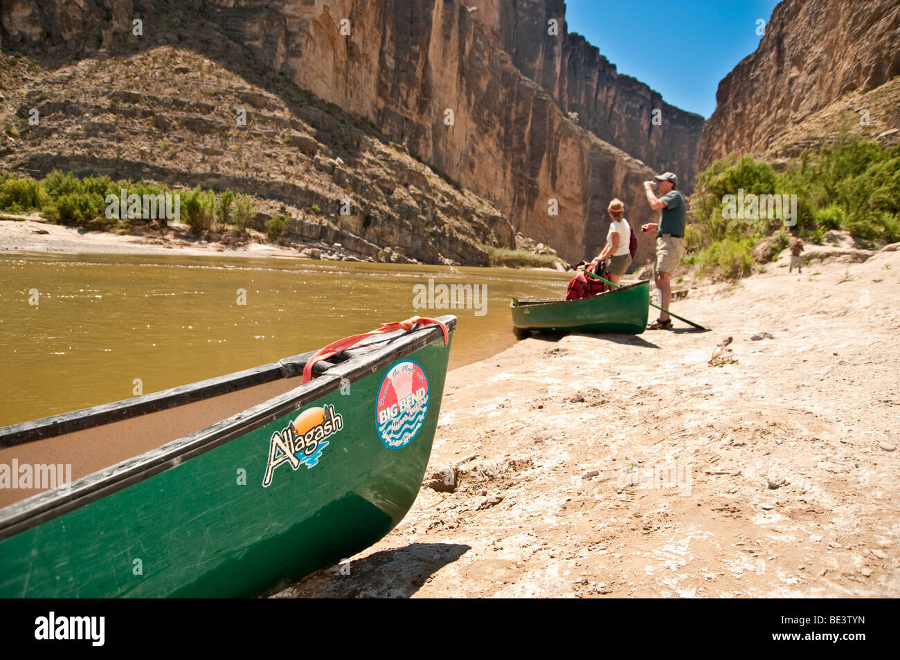 Traveler prepare for a canoe trip up Santa Elena canyon on the Rio Grand river in Big Bend National Park, Texas, - Stock Image