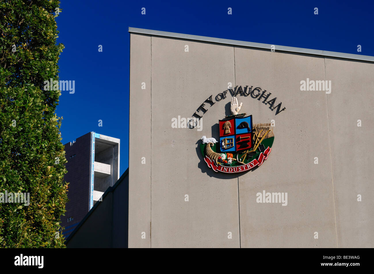 The Corporate Seal of the City of Vaughan at the old City Hall with new bulding construction - Stock Image