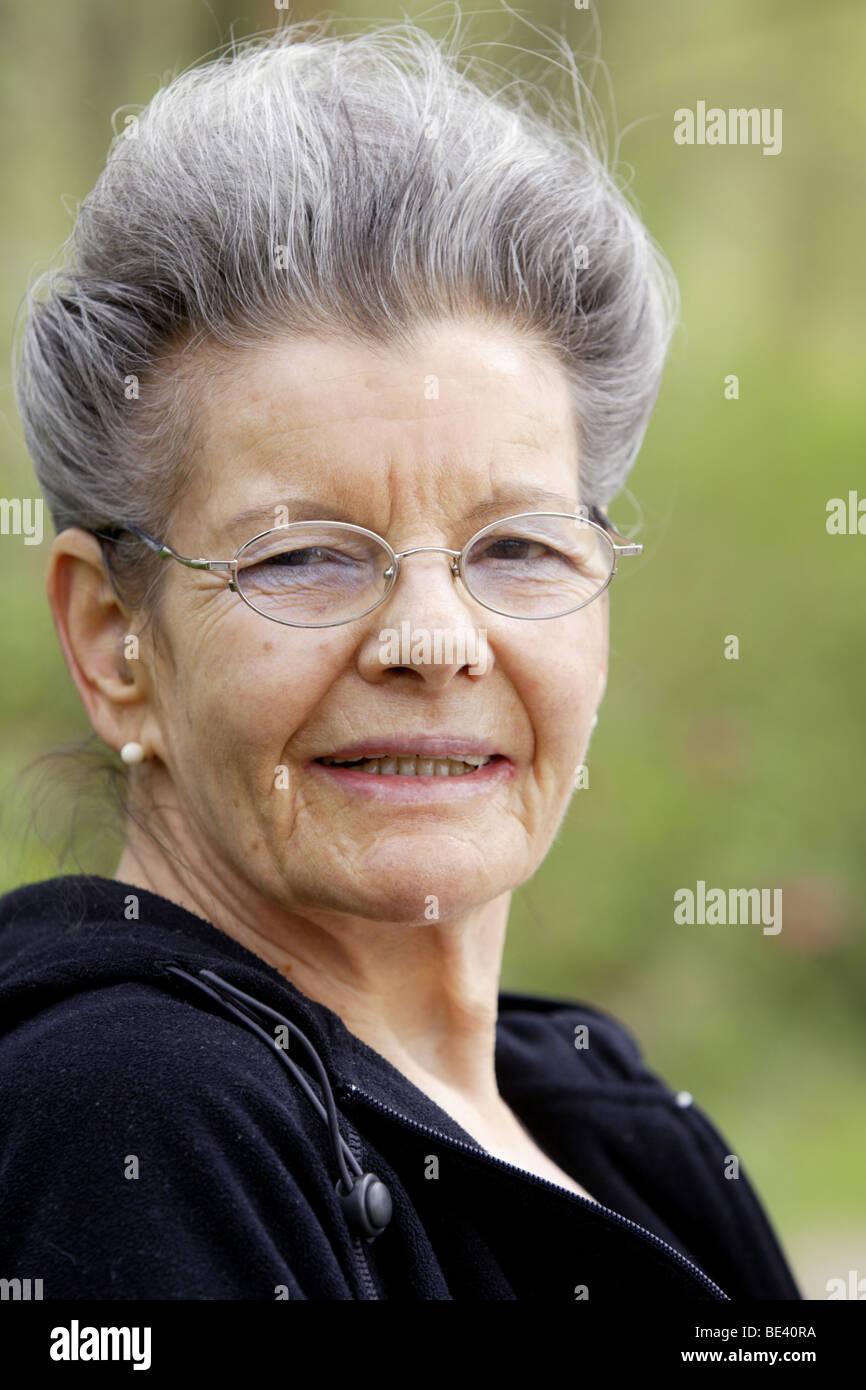 Portrait einer Seniorin , 67 Jahre alt Stock Photo