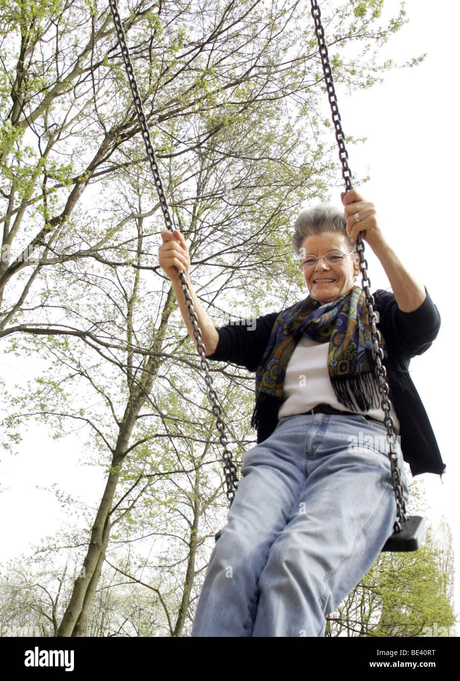 Seniorin auf der Schauke Stock Photo