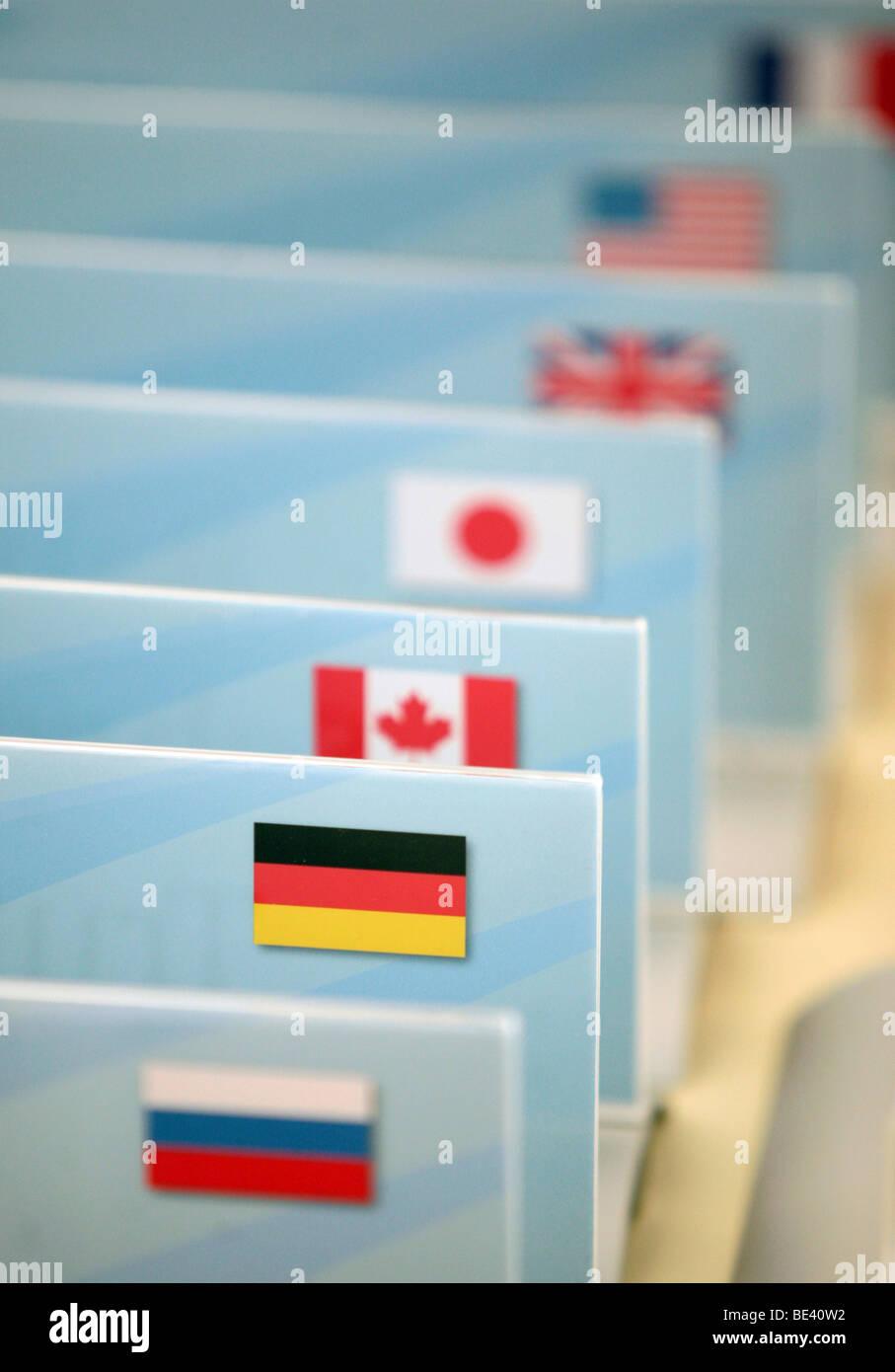 nternationale Flaggen bei der Abschluss-Pressekonferenz G8 Umweltministertreffen Stock Photo
