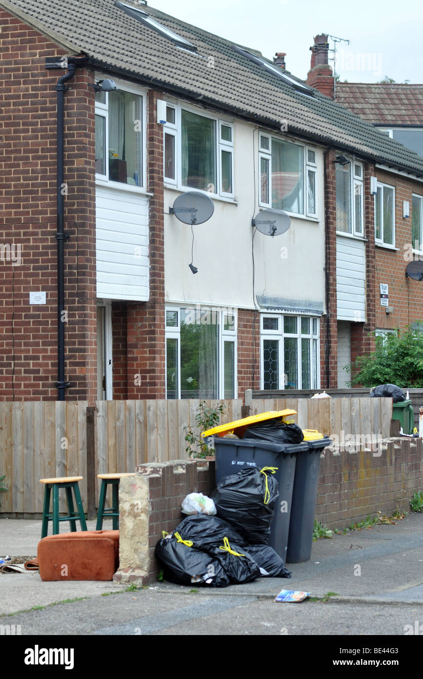 Leeds Bin Strike, Rubbish piles up in bins and on the streets of Leeds due to the strike of council refuse collectors. Stock Photo