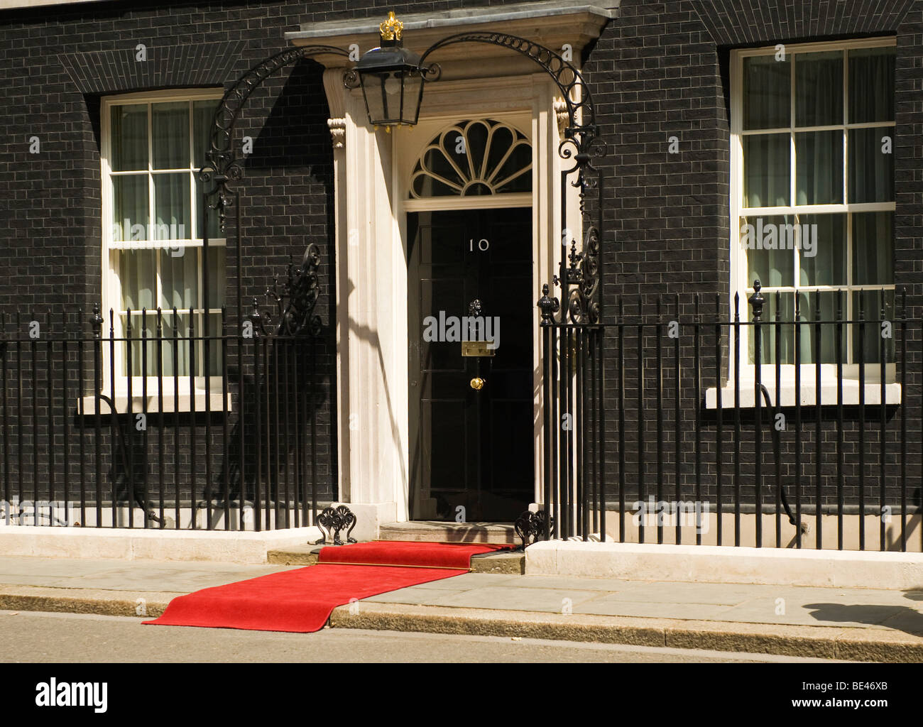 Red carpet  at the door of 10 Downing Street for the arrival of VIP guests - Stock Image