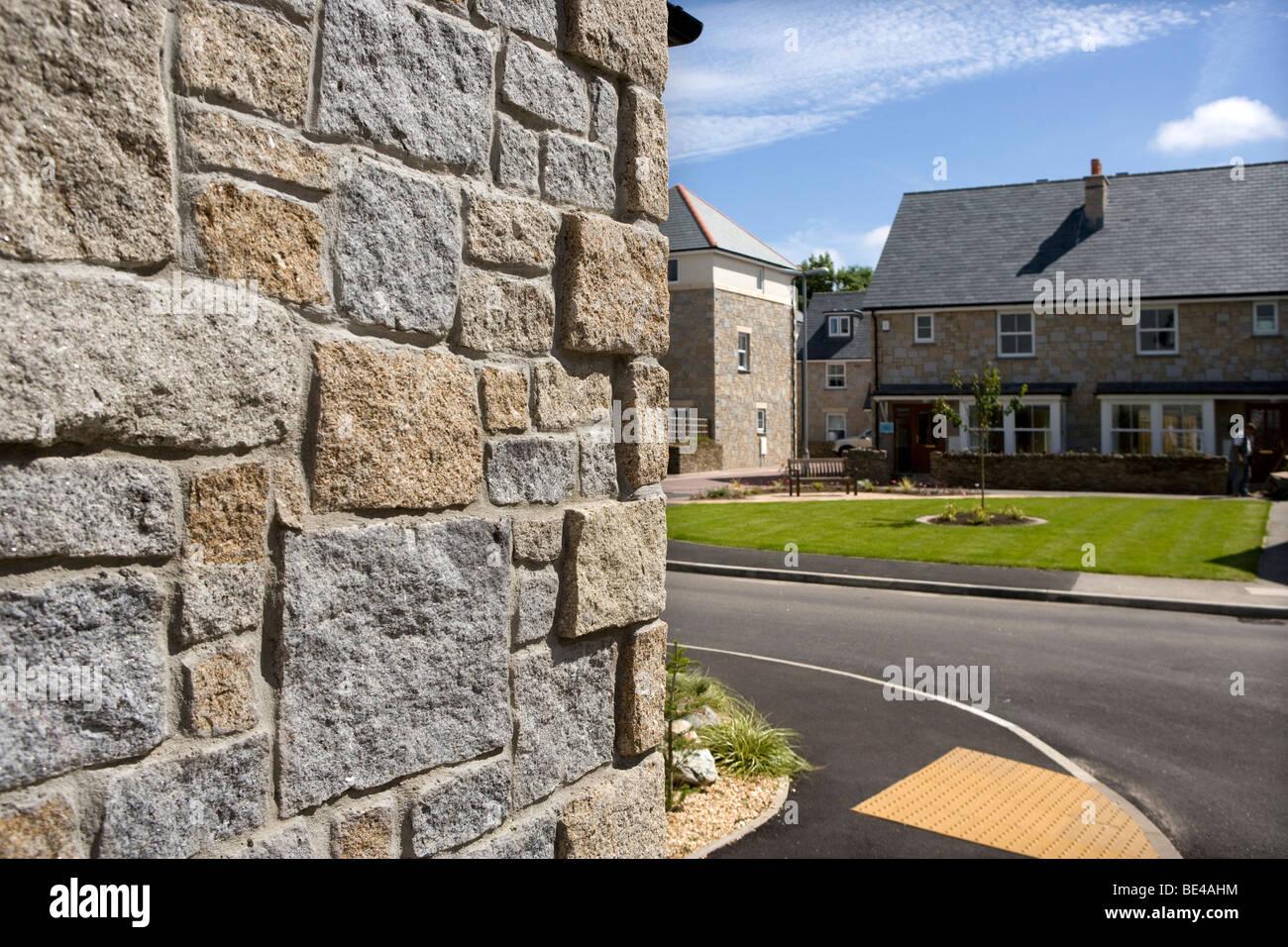 Granite facing used on new estate, Saltings Reach, Lelant Stock Photo